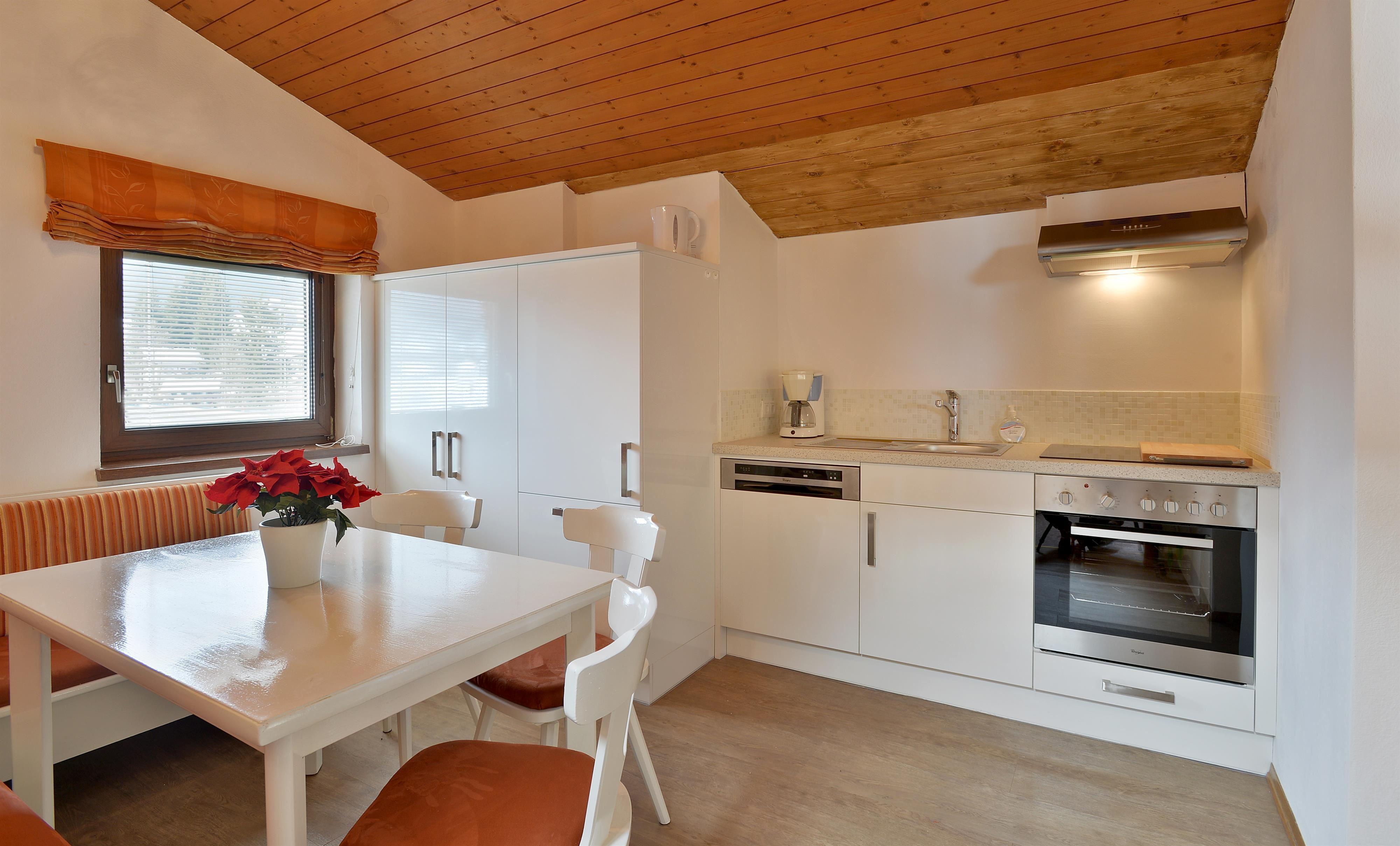 Unser appartment fuchs hat 3 schlafzimmer mit je 2 betten komplett ausgestattete küche e herd backofen kühlschrank geschirrspülermit sitzecke
